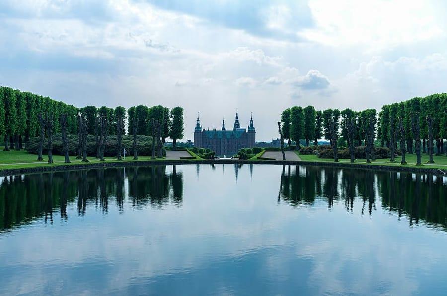 Il castello di Frederiksborg a Hillerød, una delle cose da vedere in Danimarca