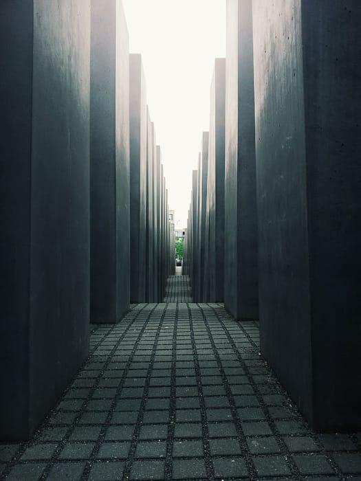 La prospettiva in mezzo alle steli del Il Monumento agli ebrei europei assassinati