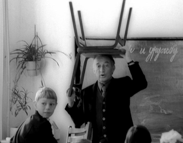 Gianni Rodari in una scuola