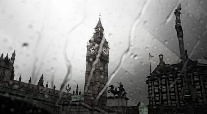 Anche sotto la pioggia Londra continua ad essere una città interessante (foto di Petronela Cretu via Wikimedia Commons)