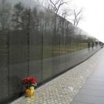 Il Vietnam Veterans Memorial ad altezza d'uomo