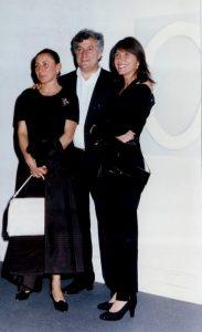 Patrizio Bertelli con la moglie Miuccia Prada e con Susanna Argenterio Savelli nel 1995