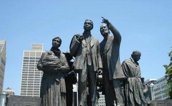 Una statua dedicata agli schiavi famosi a Detroit