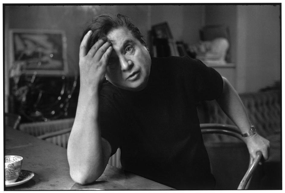 Francis Bacon in uno dei ritratti d'artista di Henri Cartier-Bresson