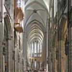L'interno della cattedrale di Colonia (foto di Thomas Robbin via Wikimedia Commons)