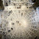 Una suggestiva foto dell'interno di Santa Maria del Fiore (foto di Sailko via Wikimedia Commons)