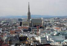 Come il Duomo di Vienna si erge all'interno della città