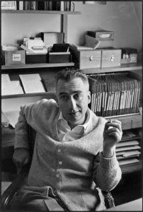 Roland Barthes immortalato da Henri Cartier-Bresson