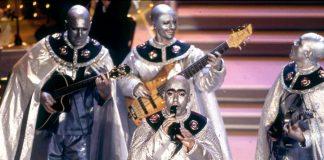 Elio e le Storie Tese vestiti come i Rockets nel tentativo di diventare vincitori di Sanremo