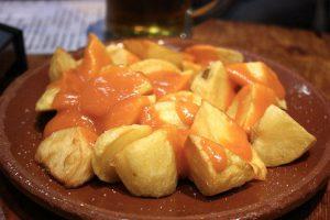 Le patatas bravas (foto di Krista via Flickr)