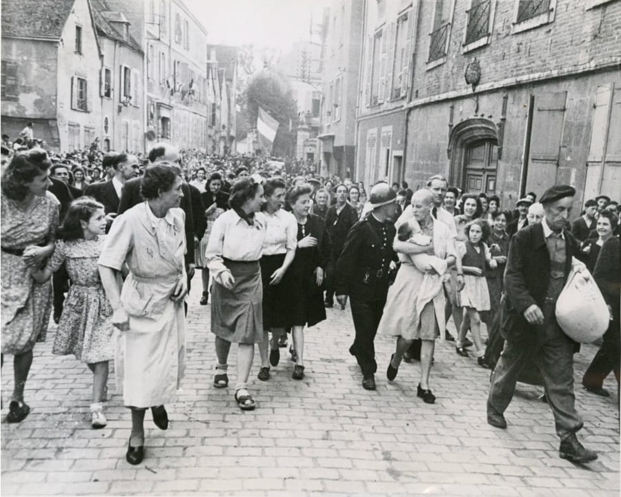 Collaborationist is Scorned by Her People di Robert Capa