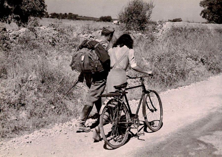 Lovers' Parting near Nicosia di Robert Capa