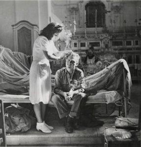 Surgery Replaces Religion di Robert Capa