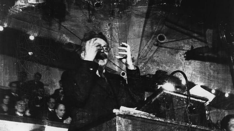 Leon Trotsky lecturing di Robert Capa