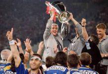 Marcello Lippi con la Coppa dei Campioni conquistata dalla sua Juventus nel 1996