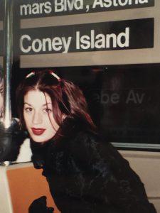 Jennifer Syme in una delle sue rarissime foto, poco prima di rimanere incinta di Keanu Reeves