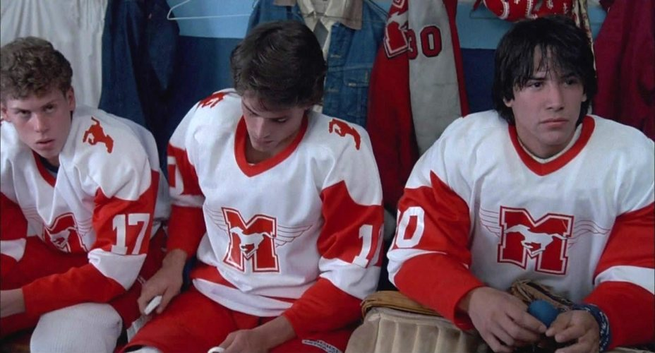 "Keanu Reeves en ""Wide Shoulders"", una película juvenil en la que interpreta a un jugador de hockey"