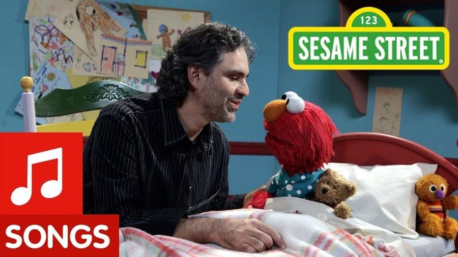 Andrea Bocelli con Elmo