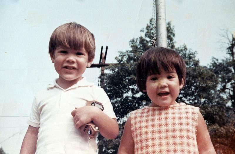 Keanu Reeves y su hermana Kim cuando eran niños.