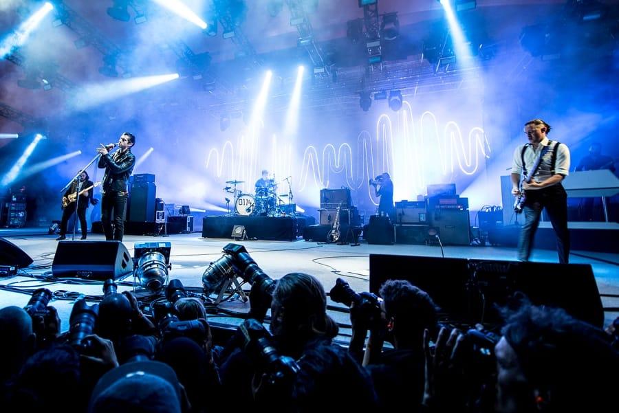 Gli Arctic Monkeys (foto di Bill Ebbesen via Wikimedia Commons)