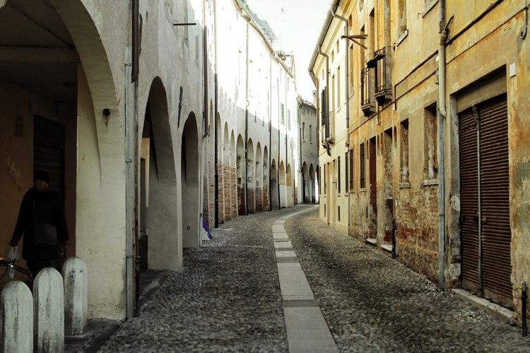 Una via di Treviso, una delle piccole città più belle del nord Italia