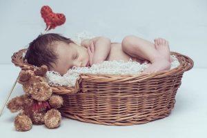 Un altro neonato nella cesta