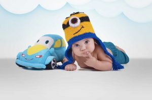 Un neonato col berretto dei Minions