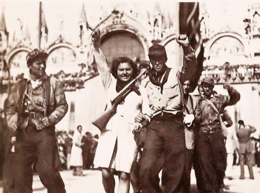 Alcuni partigiani a Venezia dopo la liberazione