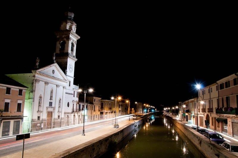 Battaglia Terme di notte (foto di Sandro Visintin via Flickr)