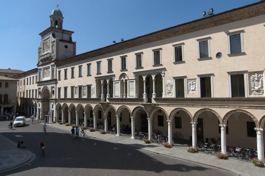 Il Palazzo Comunale di Crema (foto di Cremasco via Wikimedia Commons)