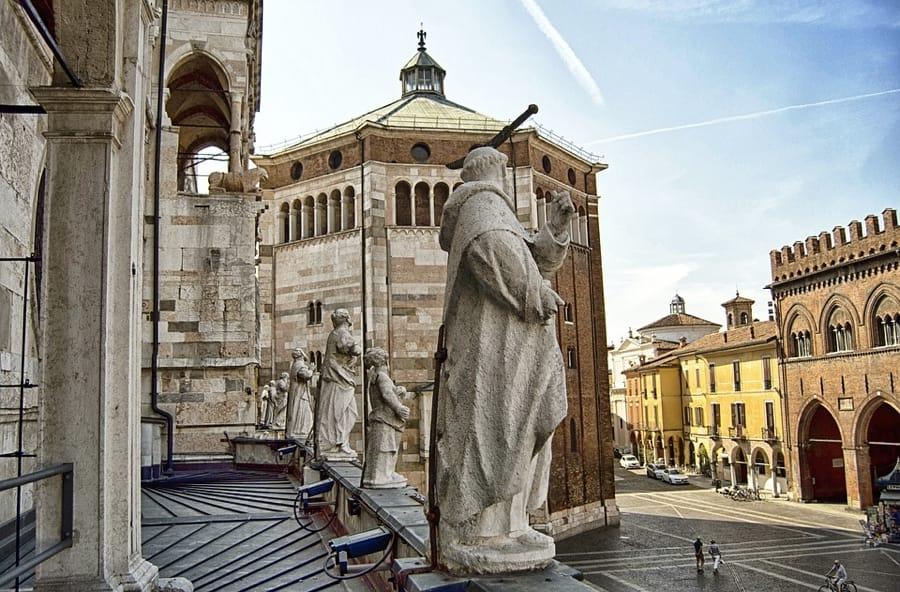 Cremona con la sua Cattedrale e la sua piazza medievali