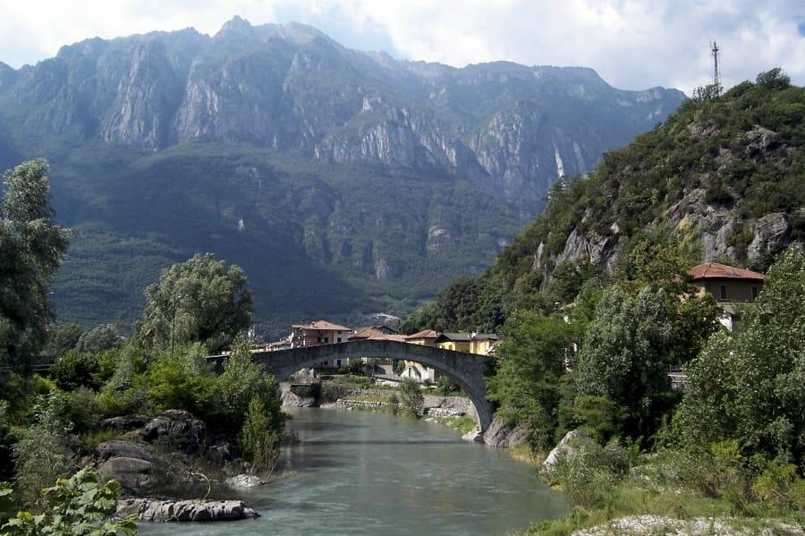 Il Ponte di Montecchio a Darfo Boario Terme (foto di Luca Giarelli via Wikimedia Commons)