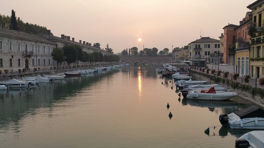 Peschiera del Garda all'alba