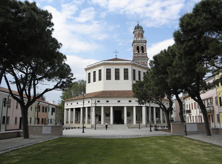 Il Tempio della Rotonda a Rovigo (foto di Threecharlie via Wikimedia Commons)