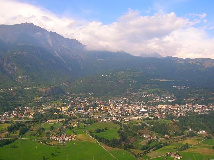 Saint-Vincent vista dal castello di Ussel (foto di Patafisik via Wikimedia Commons)