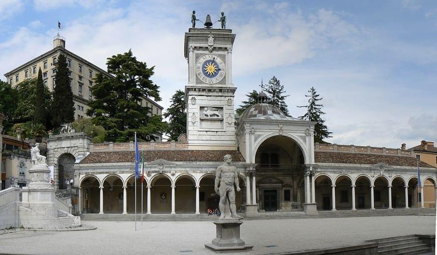 Piazza della Libertà a Udine (foto di M. Agostinelli via Wikimedia Commons)