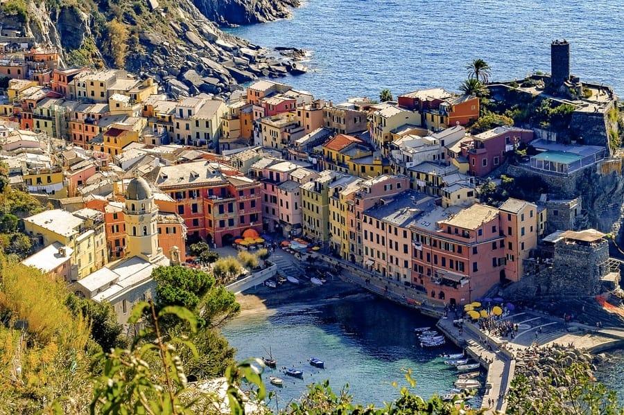 La bella e colorata Vernazza, nelle Cinque Terre