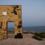 La porta realizzata a Lampedusa da Mimmo Paladino