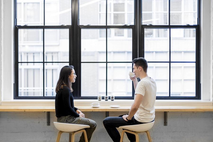 Lui e lei che parlano