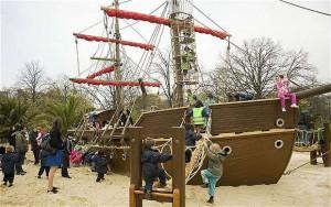 La nave di Capitan Uncino nel Diana Memorial Playground