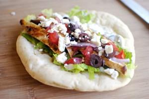 La pita greca, che ha delle origini in comune con la pizza italiana