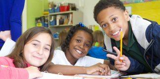 Ragazzi intenti a studiare (foto dell'US Department of Education via Flickr)