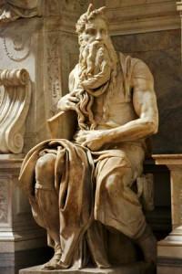 La celebre statua di Mosè con cui Michelangelo cercò di rappresentare il più grande dei profeti biblici