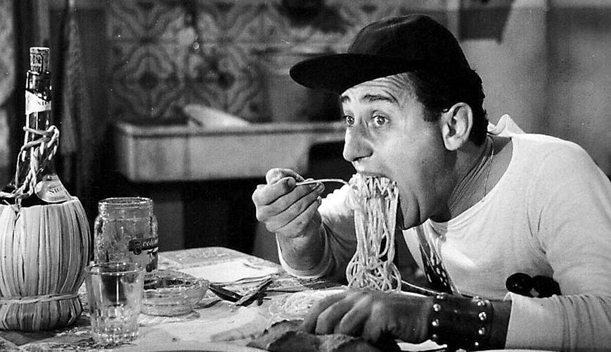 Alberto Sordi, che spesso nei suoi film ha parlato dei piatti tipici romani, in