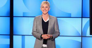 Ellen DeGeneres accoglie il suo pubblico nel suo salotto televisivo