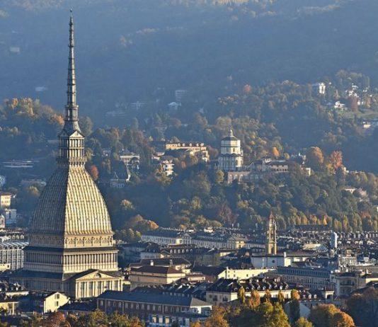 Veduta su Torino e sui suoi luoghi da visitare, con la Mole Antonelliana ben visibile