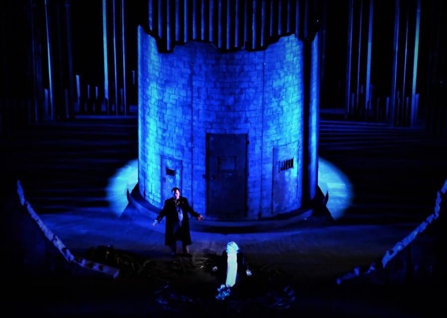 Una messa in scena de Il trovatore di Verdi al Teatro San Carlo di Napoli
