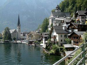 In Austria molto forte è il settore del turismo, con mete molto caratteristiche come Hallstatt