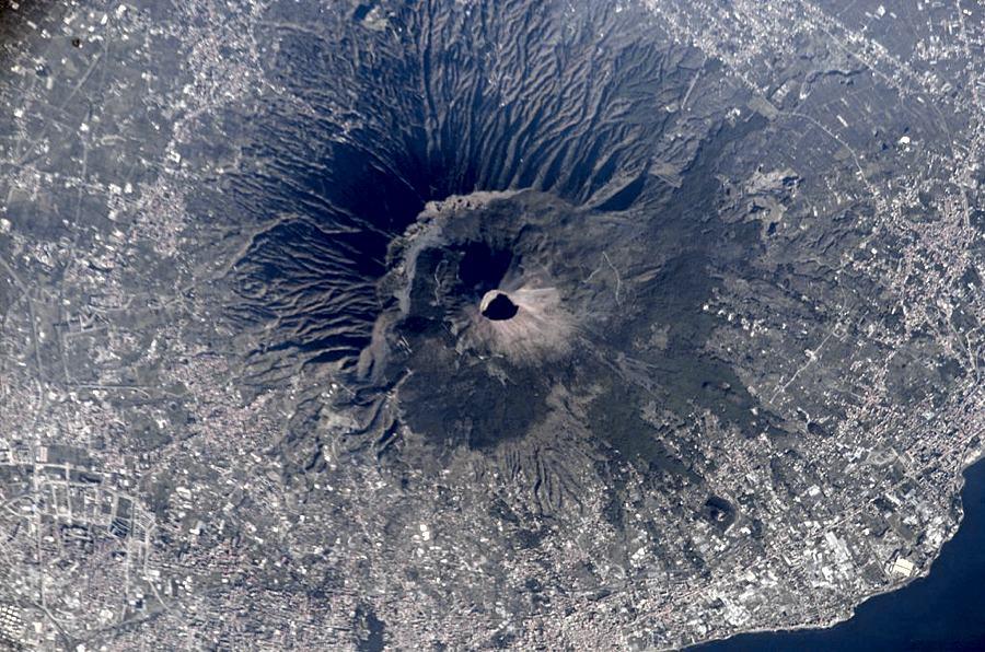 Il Monte Vesuvio visto dal satellite