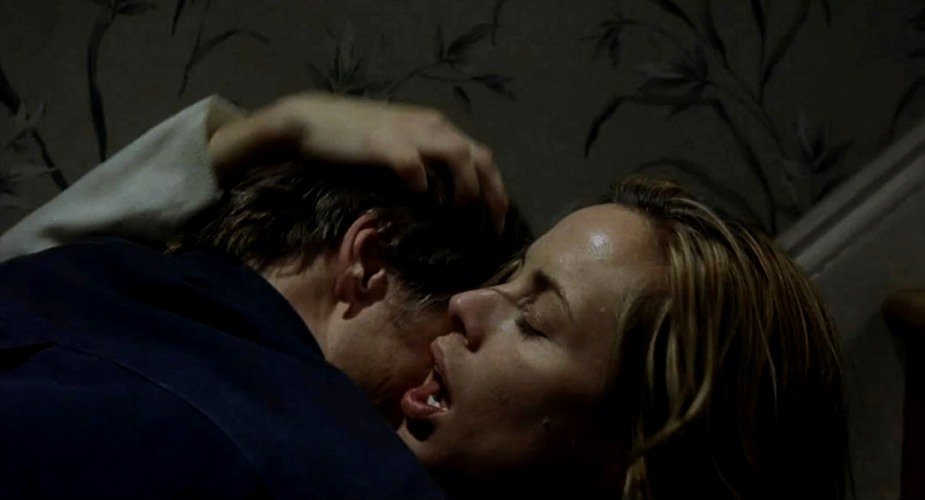 Viggo Mortensen e Maria Bello in una scena di sesso e passione in A History of Violence